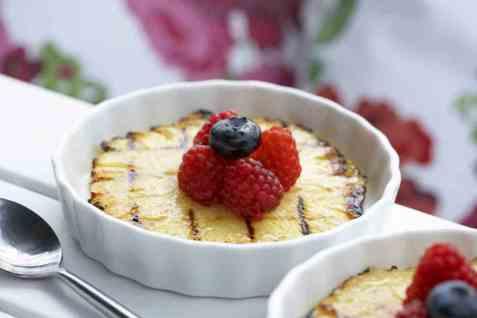 Dagens oppskrift er Grillet ananas med bringebær.