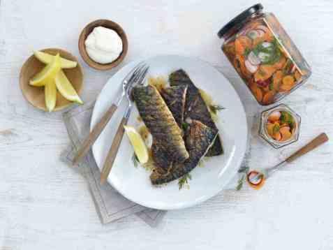 Grillet makrell med syltede grønnsaker oppskrift.