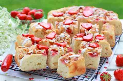Jordbær-focaccia oppskrift.