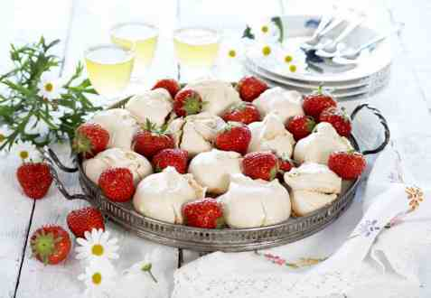 Jordbærmarengs oppskrift.