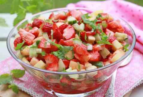 Jordbærsalsa med ananas og chili oppskrift.
