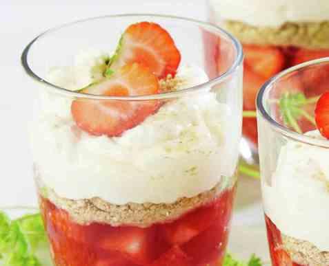 Trifle med jordbær oppskrift.