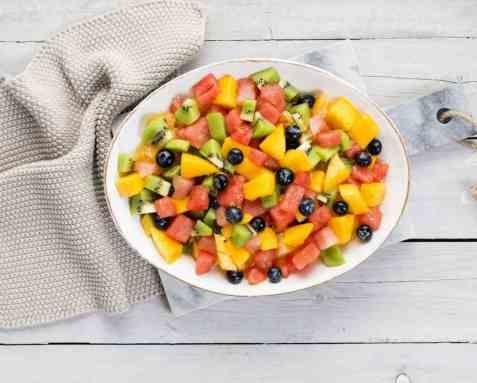Fargerik fruktsalat med melon oppskrift.