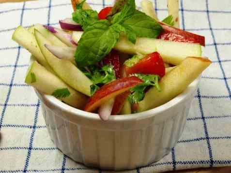 Spicy eple og pæresalat oppskrift.
