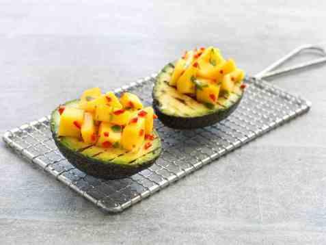 Grillet avokado med mango og chili oppskrift.