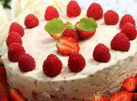 Iskake med bær oppskrift.