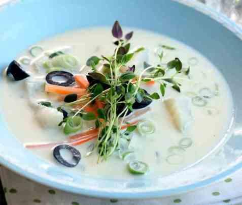 Klippfisksuppe med oliven og timian oppskrift.