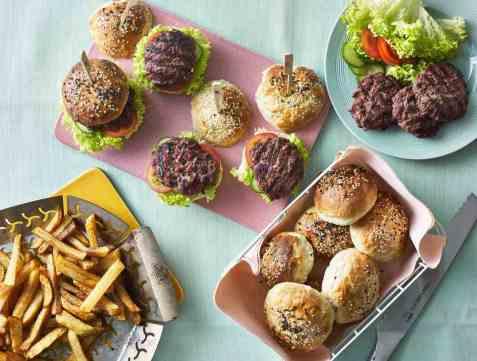 Sliders med hjemmelagde burgerbrød oppskrift.