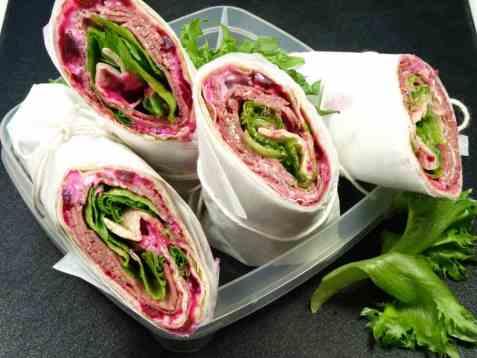 Enkel-wrap med roastbiff og rødbetsalat oppskrift.