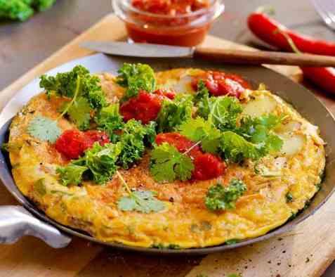 Vegetartortilla med vårløk og grønnkål oppskrift.