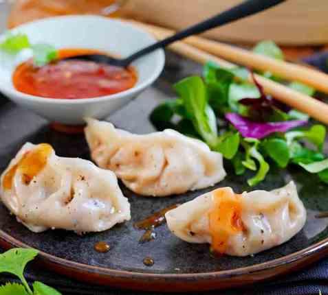 Asiatiske dumplings med kjøttdeig og kål oppskrift.