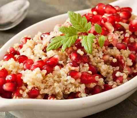 Quinoa- og granateplesalat oppskrift.