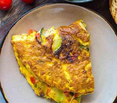 Omelett med paprika og squash oppskrift.