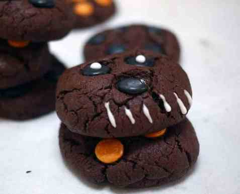 Mørke monstercookies til halloween oppskrift.