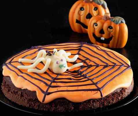 Halloween-kake med spindelvev oppskrift.