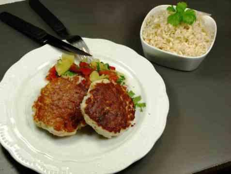 Fiskekaker med risotto og salsa oppskrift.