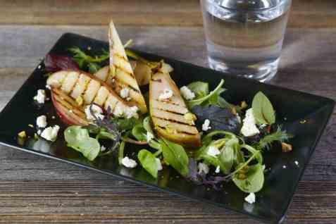Salat med lune, stekte pærer oppskrift.