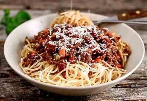 Spaghetti bolognese med oksekraft og soltørket tomat oppskrift.