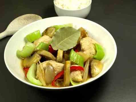 Makedonsk kyllinggryte med pak choy oppskrift.