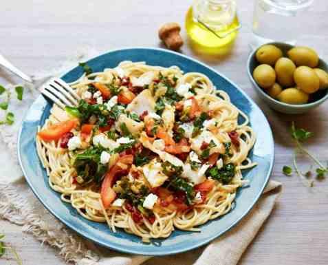 Torsk med fullkornsspaghetti, fetaost og soltørkede tomater oppskrift.