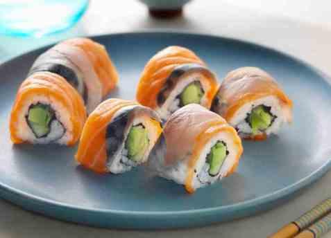 Karibumaki sushi med ørret og makrell oppskrift.