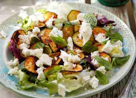 Salat med ovnsbakt squash oppskrift.