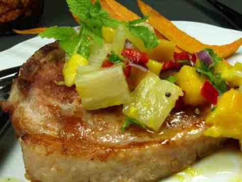 Koteletter med mango og ananassalsa oppskrift.