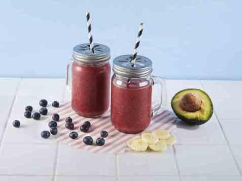 Smoothie med blåbær og avokado oppskrift.
