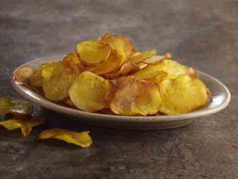 Hjemmelagde chips av poteter oppskrift.
