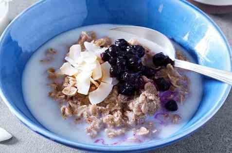 Proteingrøt med blåbær og vanilje oppskrift.