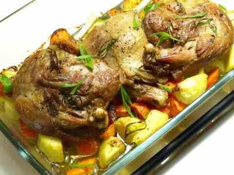 Bakt andelår med potet og gulrot oppskrift.