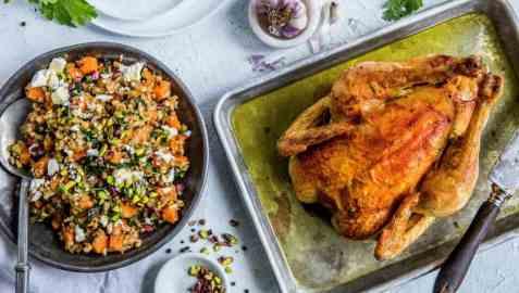 Helstekt kylling med byggrynsalat oppskrift.