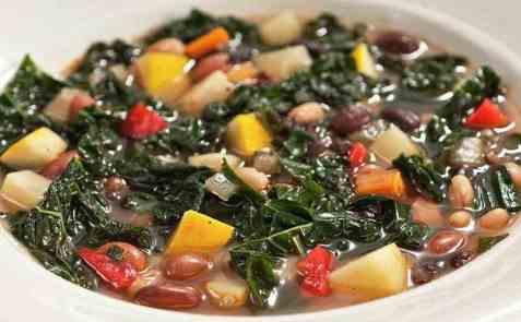 Ribollita - italiensk grønnsaksuppe oppskrift.