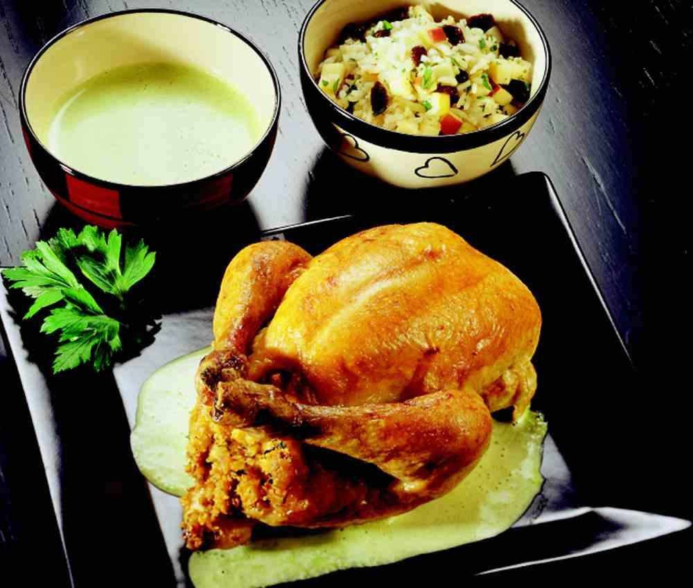 Hel kylling med selleristuffing og fruktris oppskrift.
