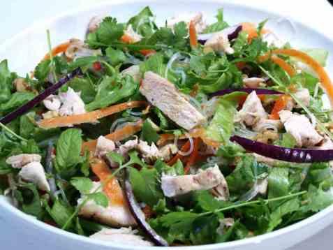 Vietnamesiskinspirert kyllingsalat oppskrift.