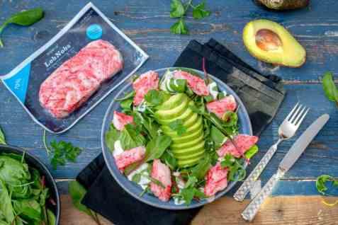 LobNobs-salat med avokado og rømmedressing oppskrift.