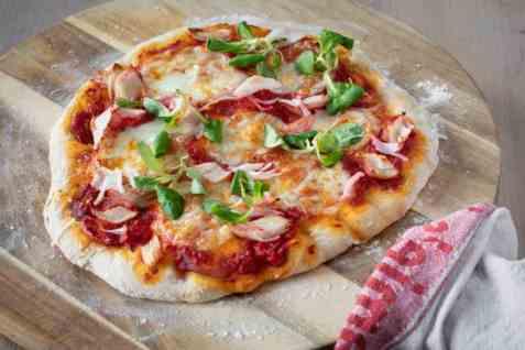 Pizza med LobNobs oppskrift.