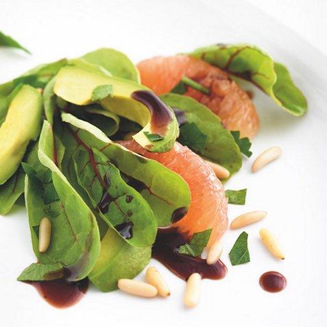 Frisk grapefruktsalat med avocado oppskrift.