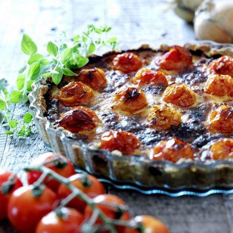Tomatpai med cheddar oppskrift.