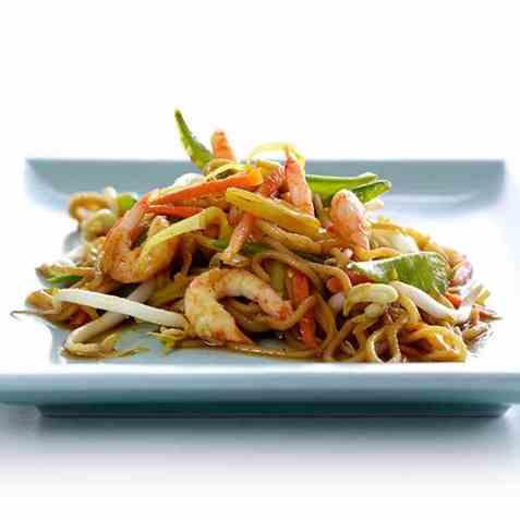 Stekte nudler med reker og grønnsaker oppskrift.