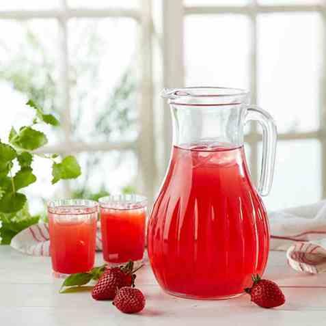Jordbærsaft med basilikum oppskrift.