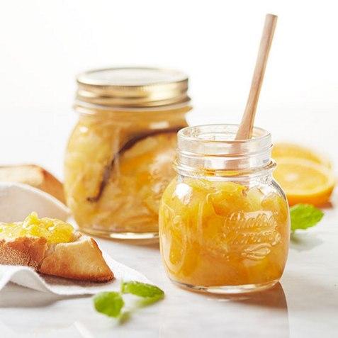 Appelsinmarmelade med vanilje og sitron oppskrift.