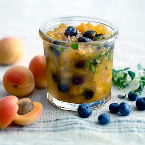 Aprikosmarmelade med blåbær og timian oppskrift.