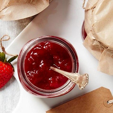 Jordbærsyltetøy med fryste bær oppskrift.