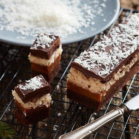 Bountysjokoladekake med karamell oppskrift.