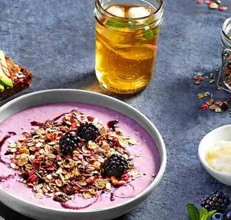 Blackberry & Honey smoothie bowl oppskrift.