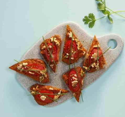 Grønnsakspålegg med tomat- og paprikapesto oppskrift.