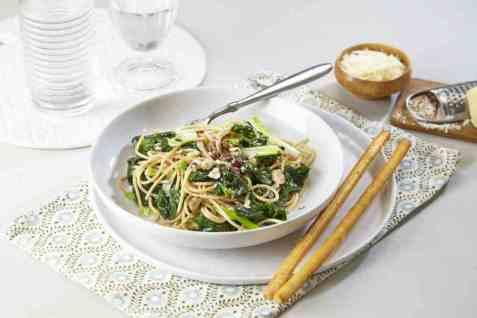 Pasta Florentine med spinat og nøtter oppskrift.