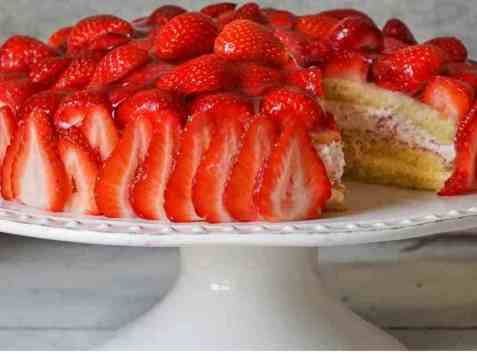 Bløtkake med jordbær og vaniljekrem 2 oppskrift.