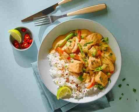 Superrask rød curry med laks oppskrift.